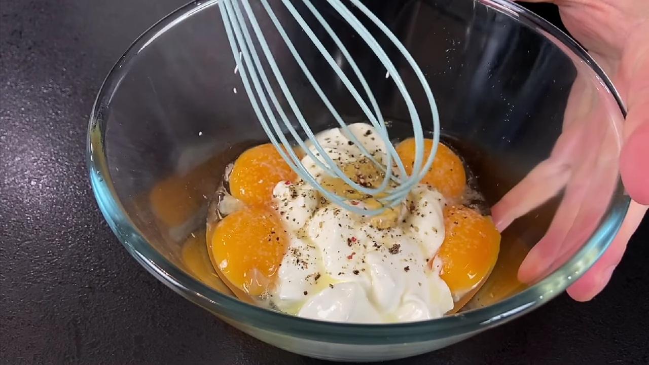 готовим гарнир из яиц и сметаны